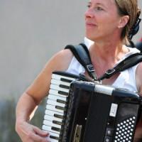Steffi Zachmeier, Musikerin, Moderatorin und Mundartdicherin