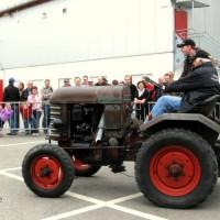 Mit dem zweiten Traktor bei der Maschinenvorstellung: Georg Braun