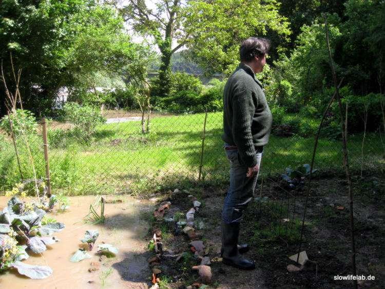 Das Wasser stand gestern bis bis zur Mitte des Gemüsebeets.