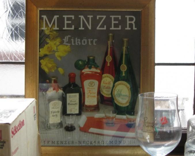 Altes Werbematerial beim Ausverkauf der Griechischen Weinstube