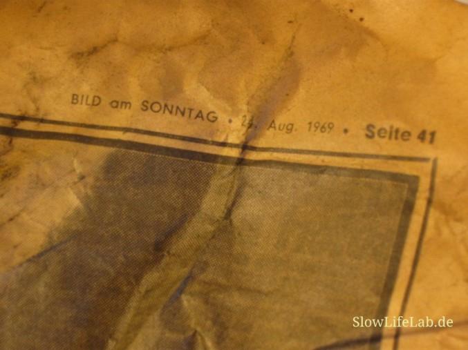 Das Zeitungsblatt mit Datum