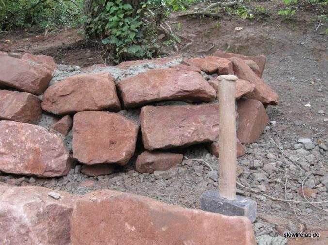 Idealerweise ist die Befestigung der Steine kaum zu sehen