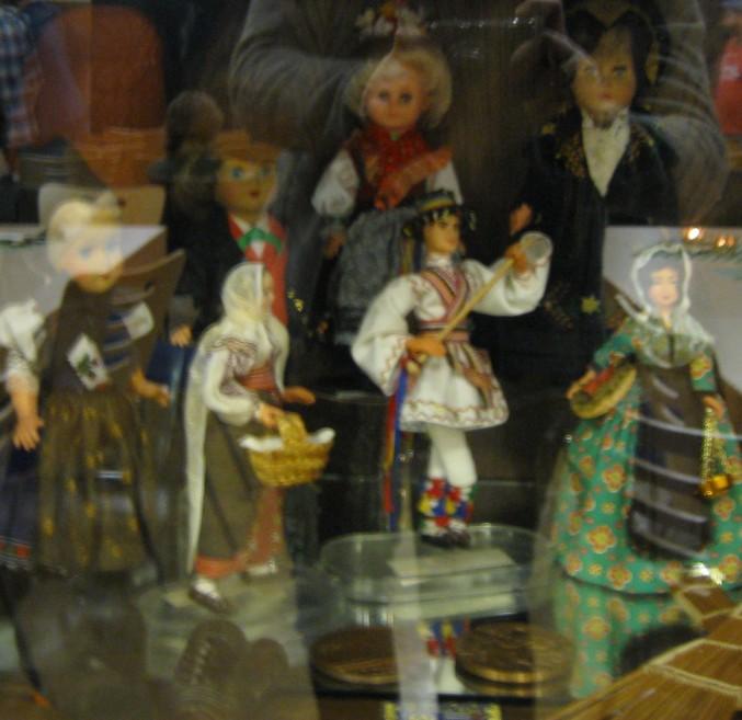 Trachtenpuppen im Haus der Vereine (Reichelsheim)