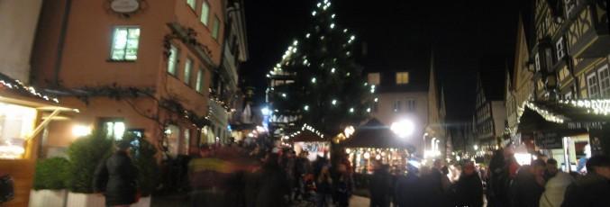 Stände, Lichter, Leute: Impression vom Weihnachtsmarkt in Bad Wimpfen