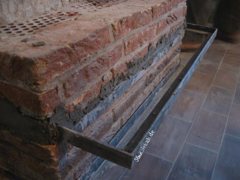Der erste Teil der Küchentischplatte im Kamin