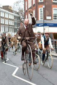 Tweed Run 2013 in London (Quelle Wikipedia, Fotograf: Michael Adrell)