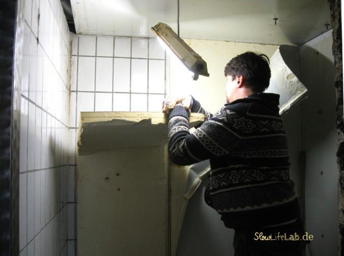 Die innere Isolation des Kühlhauses wird entfernt.