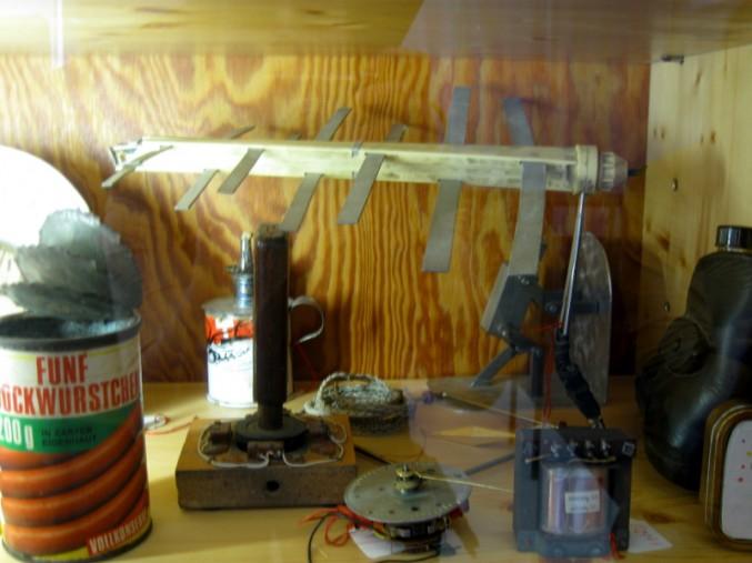 Ausnahmsweise nicht von Herzblatt gebastelt: Antennen und Co. im Museum der Dinge  (© Alice Scheerer mit freundlicher Genehmigung des Werkbundachivs -Museum der Dinge)