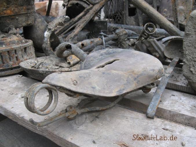 Brunnefund: Alter Fahrradsattel