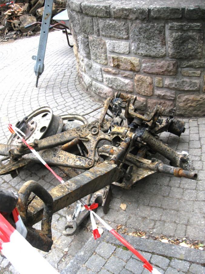 Reste eines Autoanhängers? Nicht ganz. Dies sind die Reste einer Feldküche.