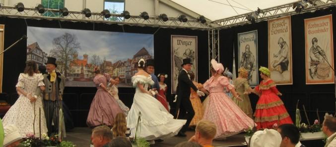 Biedermeier-Tanzprogramm am 07.06.2014 im HVT-Zelt