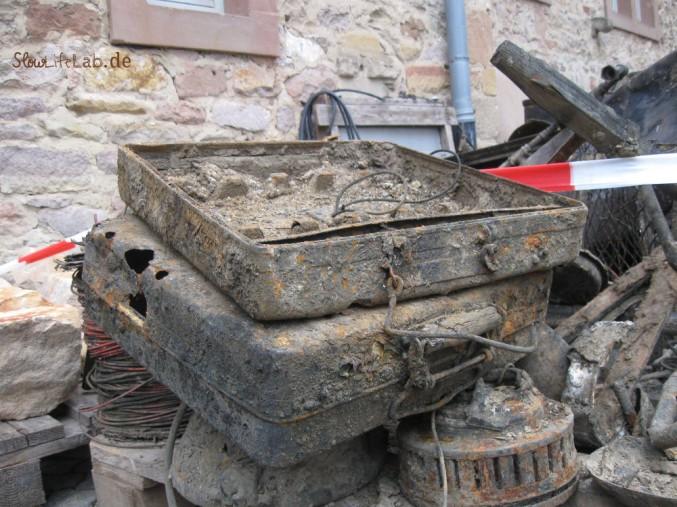 Brunnenfund: Alte Koffer, korrodiert
