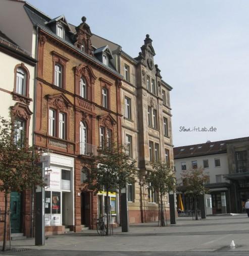 Renovierte Altbauten am Bahnhof