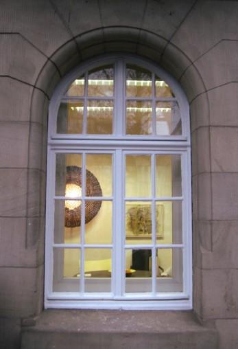 Erleuchtetes Fenster am Musikerplatz (aufgenommen 2009)